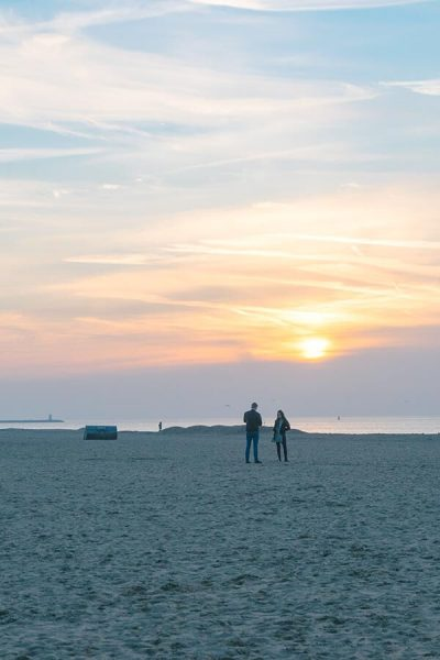 Couple enjoying a romantic sunset in the Hague, a great date idea!